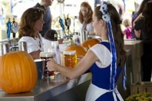 CV_Oktoberfest_2012 beer maiden