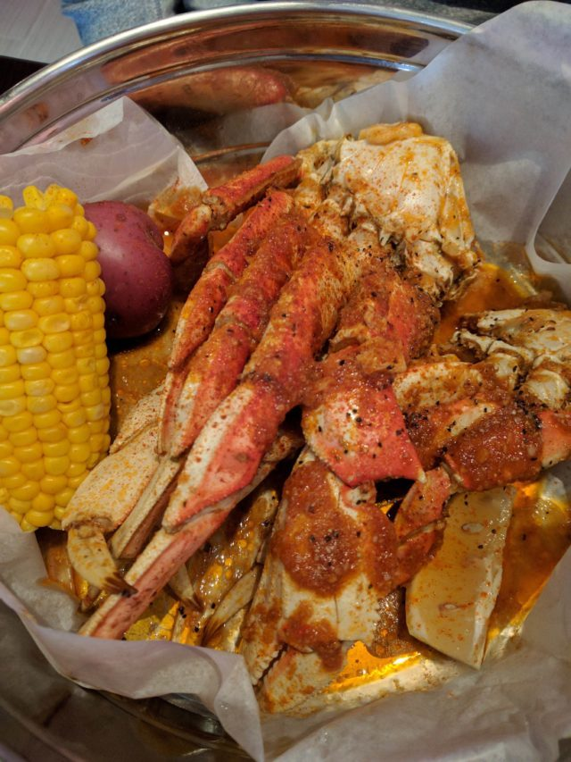 dungeness-crab-legs-with-boiling-house-special-sauce