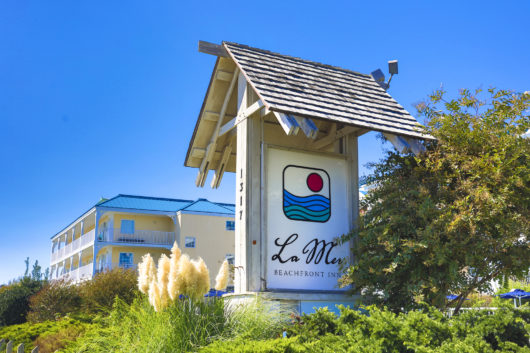 La Mer Hotel sign